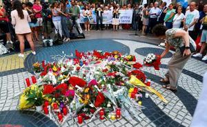 Barcelona recuerda las víctimas del doble atentado un año después