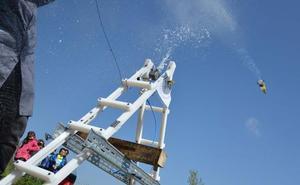 Ingenieros burgaleses ofrecen talleres de lanzamiento de cohetes en la programación de las fiestas de los pueblos