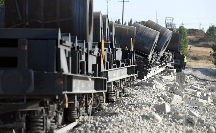 Un tren de mercancías ha descarrillado en Sarracín, en la línea del Directo