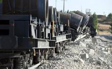 El descarrilamiento de un mercancías en Sarracín mantiene cerrada la vía del Directo y obliga al transporte por carretera