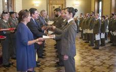 Los alumnos de los cursos del Ministerio de Defensa y el Servicio de Empleo reciben su diploma