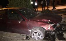Un vehículo se estrella de madrugada contra las Casas Nuevas de Castrojeriz
