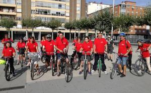 El PSOE enseña sus proyectos de movilidad con una ruta en bici, que defiende su labor de oposición