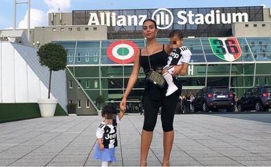 Georgina Rodríguez y sus hijos, incondicionales de la Juventus