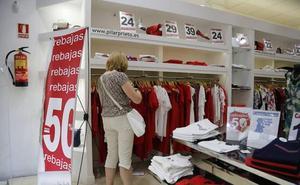 El pequeño comercio apuesta por el «valor añadido» más que por cobrar por probarse ropa