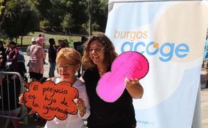 Burgos Acoge celebra sus bodas de plata a ritmo de bailes del mundo y teatro