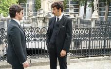 Carlos demuestra su entereza en su faceta de director del hotel