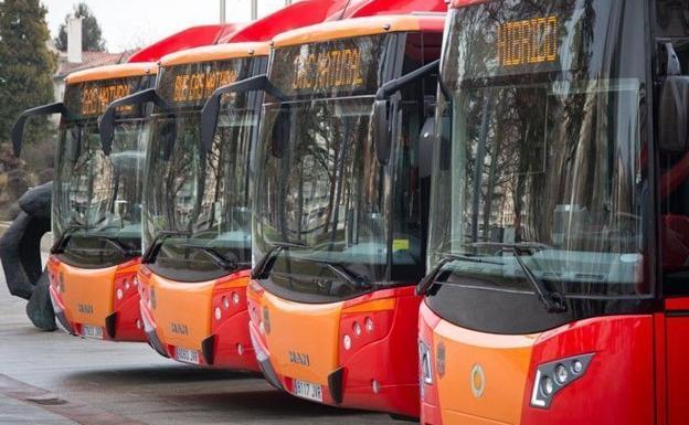 PP y PSOE presentan una propuesta conjunta para modificar la red de autobuses urbanos, con menos líneas pero mejor servicio