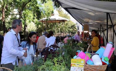 Una veintena de productores locales muestran sus manjares ecológicos en El Espolón