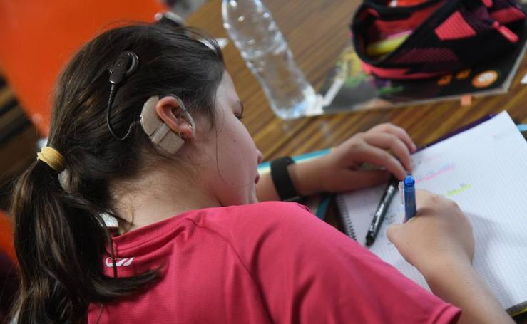Visita a Aransbur en el Día Internacional de las Personas Sordas