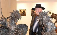Cristino inaugura una exposición en Caja Rural en la que recuerda a Ignacio del Río
