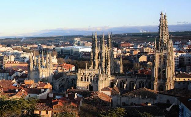 El archivo de la Catedral de Burgos supera los 200.000 documentos catalogados, un 40% de su volumen
