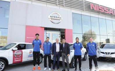 El Grupo de Santiago entrega sus vehículos al equipo filial del San Pablo Burgos