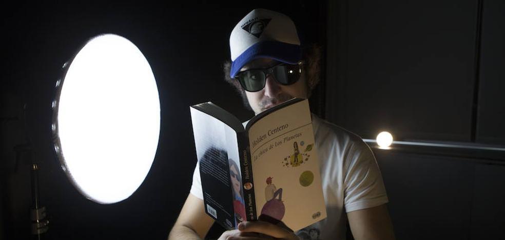 Holden Centeno, poesía para remover jóvenes conciencias