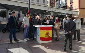 Los jóvenes del PP salen a la calle para mostrar su «orgullo» de ser españoles
