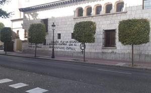 La Casa Museo Colón amanece con varias pintadas con mensajes contra el descubridor y la fiesta nacional