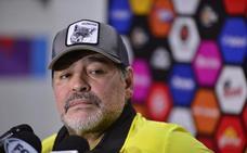 Maradona ataca a Messi: «Es inútil hacer caudillo a un tipo que va 20 veces al baño»