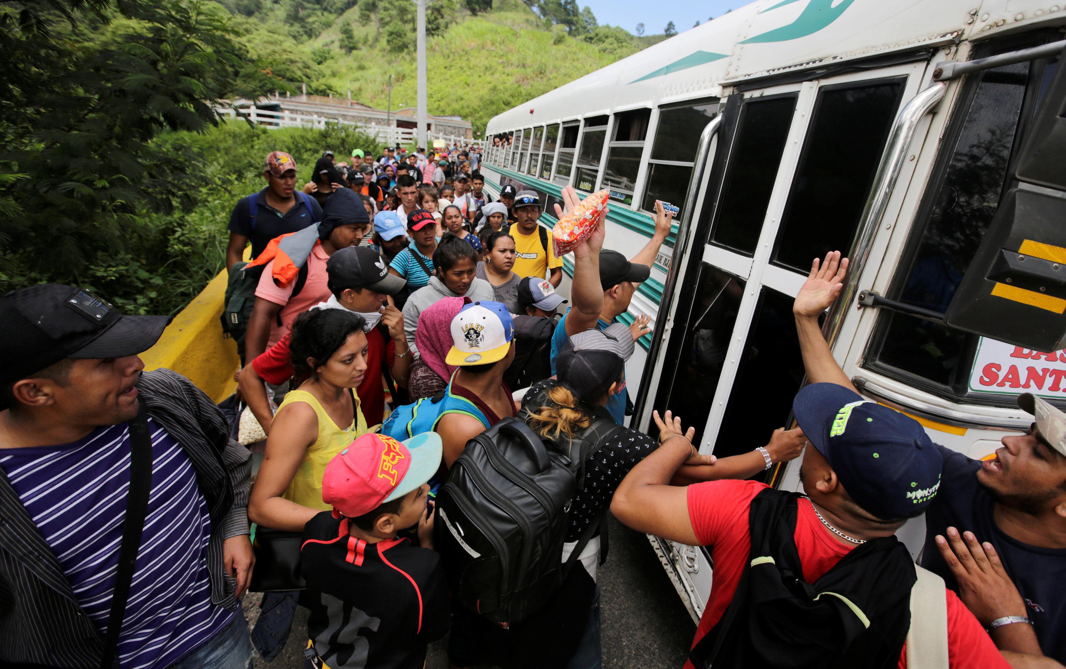 La caravana de mil hondureños que desafía la política migratoria de Trump