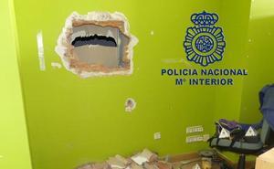 Detienen a uno de los autores de un robo en una tienda de telefonía de la calle San Lesmes
