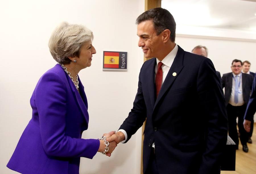 Sánchez y May hablan de impulsar la negociación sobre el Brexit y Gibraltar «en un clima constructivo»
