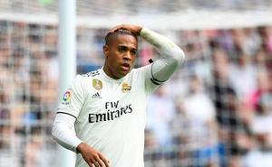 El Madrid se topó con los palos de la portería del Levante