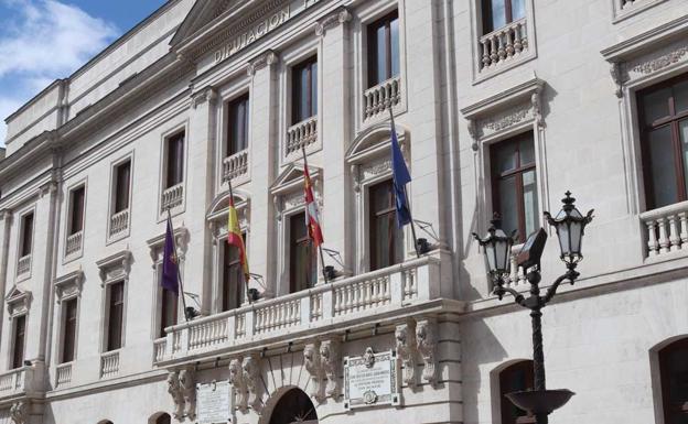 Cuatro sindicatos denuncian «el tongo» en un concurso de méritos de la Diputación