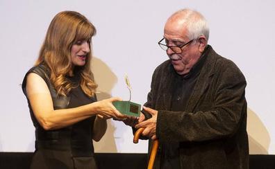 El burgalés Giménez-Rico recibe la Espiga de Honor y el cariño de la Seminci por toda su trayectoria