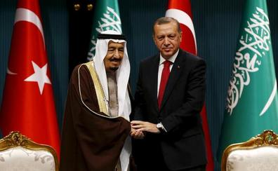 El rey y el heredero de Arabia Saudí envían sus condolencias al hijo de Khashoggi