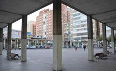 Detienen a un varón de 19 años por propinar un botellazo a otro joven en la plaza de España