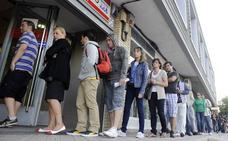 El paro baja del 15% por primera vez en la última década