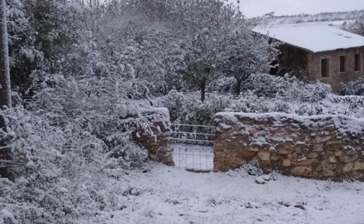 Primeros copos de nieve de otoño en la provincia
