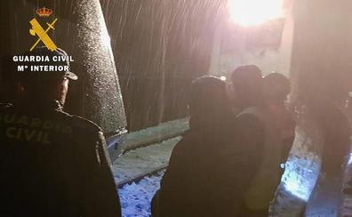 La Guardia Civil rescata a 16 viajeros de un tren que quedó averiado en La Engaña por las condiciones meteorológicas