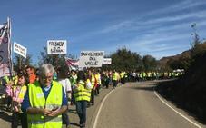 Cientos de vecinos marchan de Fresneda a Pradoluengo en defensa de una sanidad rural de calidad