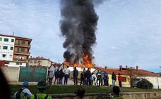 Un incendio calcina una vivienda vacía en Navaleno