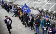 Una cadena humana contra el Brexit frente a Downing Street