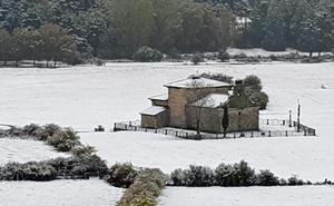 El viento recoge el testigo de la nieve en el norte de la provincia de Burgos