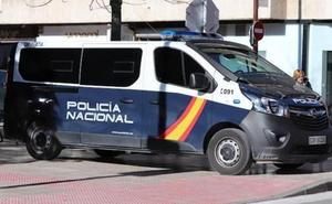 Arrestan a un joven por amenazar con un cuchillo jamonero en Las Bernardas