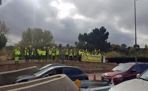 Los trabajadores de la AP-1 planean acampar frente al Ministerio de Fomento