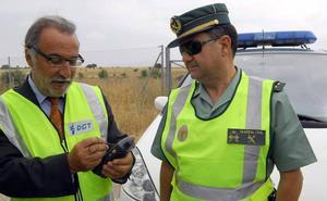 La DGT equipara el móvil al volante y el alcohol o las drogas con la pérdida de seis puntos