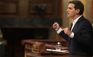 Rivera planta a Casado en la cumbre constitucionalista del PP en el Congreso