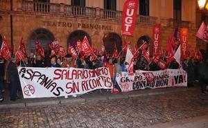 Unos 250 trabajadores de Aspanias muestran su hartazgo y piden «salarios justos»