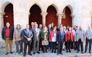 El curso de formación 'Arte en madera' restaura piezas de tres iglesias provinciales
