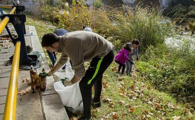 Crean por redes sociales un comando ciudadano para limpiar plásticos en Valladolid