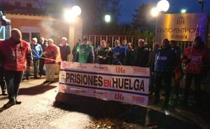Los funcionarios de prisiones de Burgos son desalojados por la Policía del acceso a la cárcel