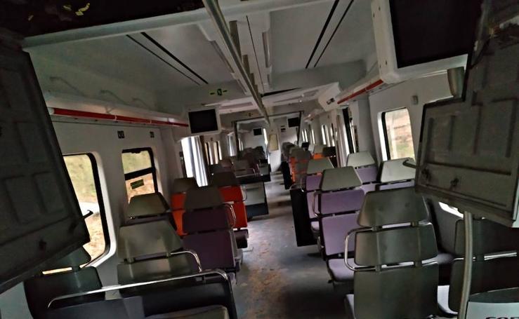 Muere un hombre al descarrilar un tren de cercanías en Barcelona y salir disparado del vagón