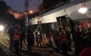 Muere una persona al descarrilar un tren de cercanías en Barcelona