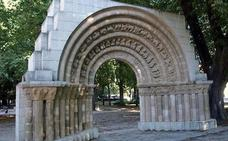 El Patrimonio burgalés en peligro XXIV: portada de la iglesia de Nuestra Señora de la Llana (Arco de la Isla)