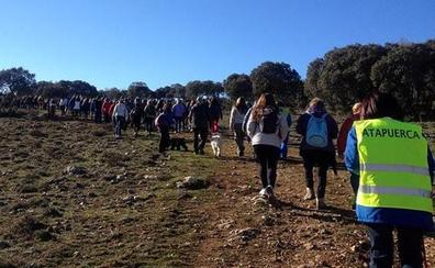 La marcha a pie a los yacimientos de la Sierra de Atapuerca suma 16 ediciones este domingo