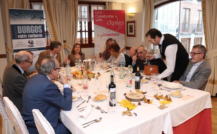 El evento gastronómico 'Burgos entre cucharas' en imágenes