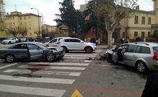 Un herido leve en un grave accidente de tráfico en la calle Vitoria
